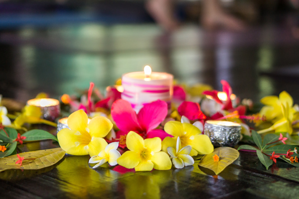 flowers and candles in the Shala